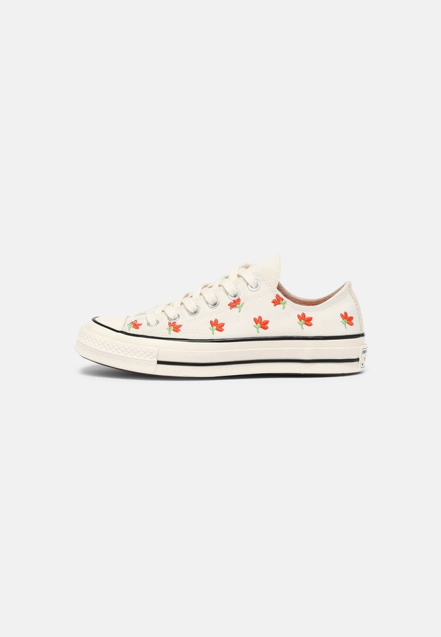 CHUCK 70 EMBROIDERED GARDEN PARTY - Sneakers - egret/bright poppy/black