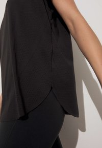 OYSHO - TECHNICAL - T-shirt de sport - black - 3
