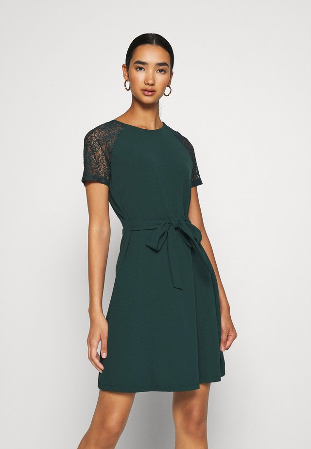 VMJASMINE LACE TIE SHORT DRESS - Jersey dress - ponderosa pine