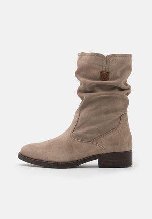 BOOTS - Støvler - taupe
