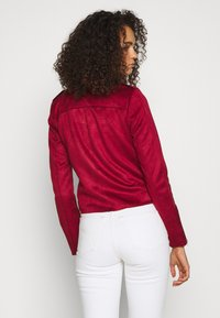 ONLY Tall - ONLSHERRY BONDED BIKER  - Giacca in similpelle - rhubarb - 2