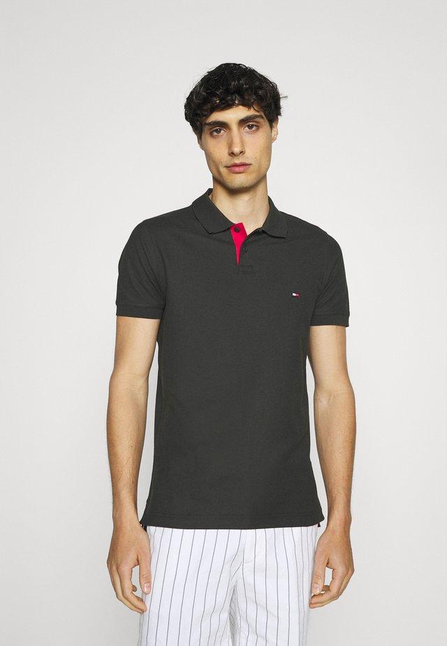 CONTRAST PLACKET SLIM  - Koszulka polo - black