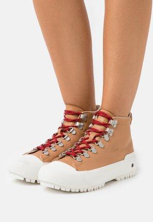 GRIPSHOT  - Zapatillas altas - tan/offwhite