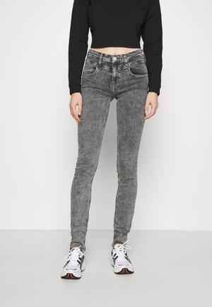MID RISE SKINNY - Jeans Skinny Fit - grey yoke