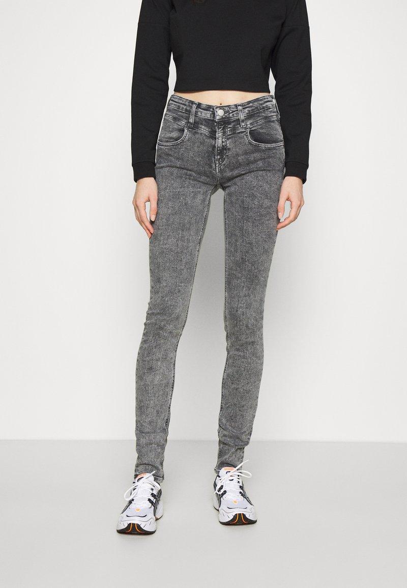 Calvin Klein Jeans - MID RISE SKINNY - Jeans Skinny Fit - grey yoke