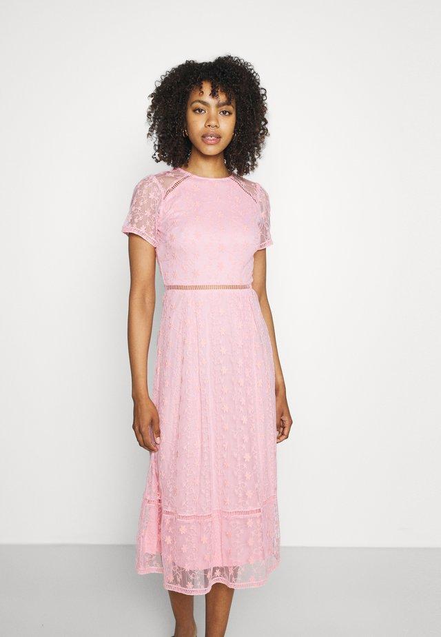 EMILY MIDI - Koktejlové šaty/ šaty na párty - pink