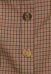 LIU JO - ABITO ALL IN ONE 2-IN-1 - Button-down blouse - natural/fuxia - 5