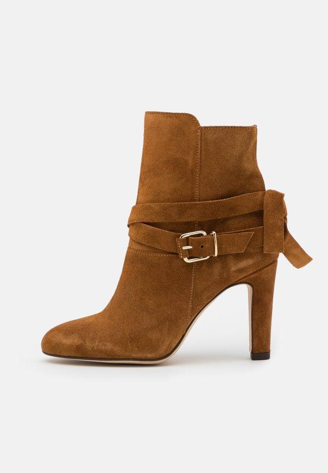 AGNAVI - High heeled ankle boots - camel