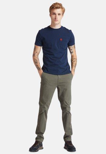 SS DUNSTAN RIVER POCKET TEE - Basic T-shirt - dark sapphire