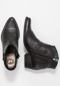 Felmini - WEST - Cowboy/biker ankle boot - lavado black - 3