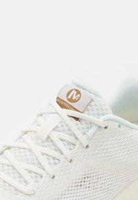 Merrell - SKYFIRE - Zapatillas de trail running - white - 5