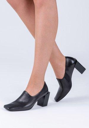 HIGH - Classic heels - black