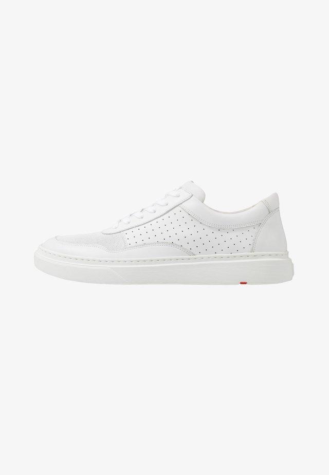 BENNIE - Sneakersy niskie - white