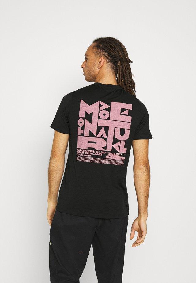 TECH LITE CREWE GROWERS CLUB - T-shirts med print - black