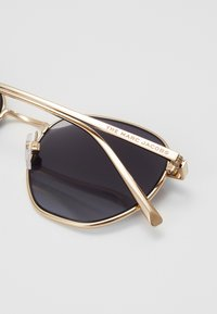 Marc Jacobs - MARC - Lunettes de soleil - gold-coloured - 1