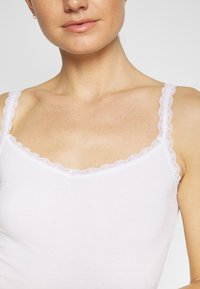 Marks & Spencer London - V NECK TRIM - Camiseta interior - white - 5