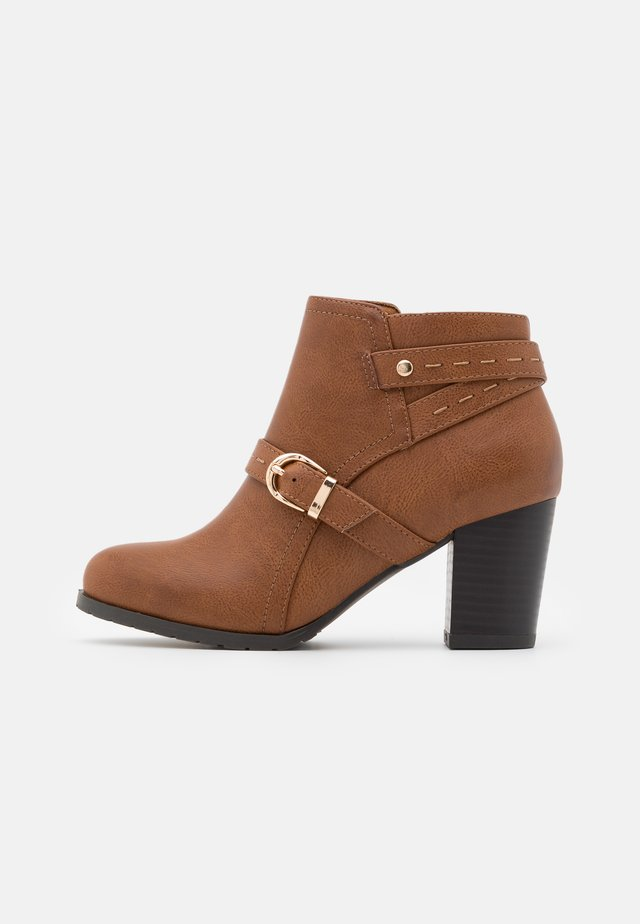 WIDE FIT WANDERSON - Ankle boots - dark tan