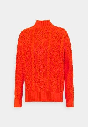 MOCK NECK - Strikkegenser - dusk orange
