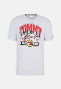 Tommy Jeans - VARSITY BBALL GRAPHIC TEE - Print T-shirt - silver grey - 0