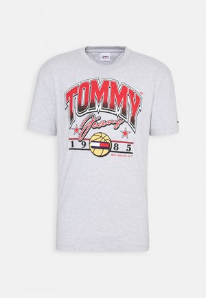 VARSITY BBALL GRAPHIC TEE - Camiseta estampada - silver grey