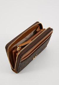MICHAEL Michael Kors - MOTT COIN CARD CASE COATED - Wallet - brown - 5