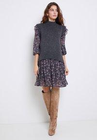 ONLY - ONLJENNIFER FLOUNCE DRESS - Day dress - black - 2