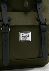 Herschel - LITTLE AMERICA - Tagesrucksack - forest night/black - 9