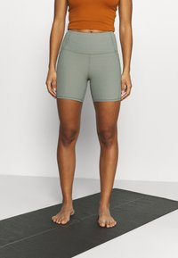 Cotton On Body - POCKET BIKE SHORT - Medias - basil green - 0