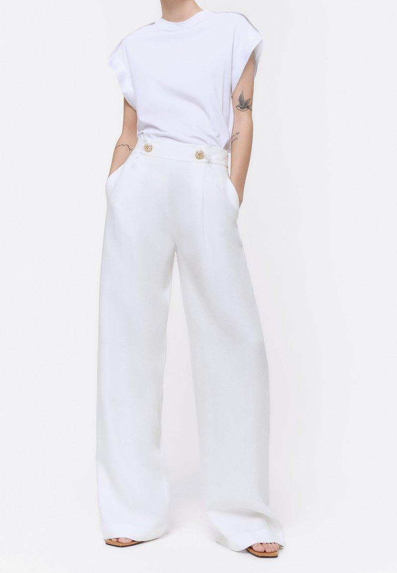Uterqüe - Spodnie materiałowe - white