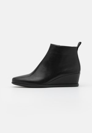 SHAPE WEDGE - Ankle boots - black