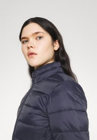 ONLY - ONLSANDIE QUILTED JACKET  - Chaqueta de entretiempo - night sky