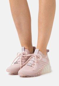 Steve Madden - CELLO - Sneakers laag - blush - 0