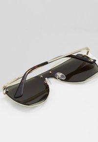 McQ Alexander McQueen - Solglasögon - gold-coloured/green - 5