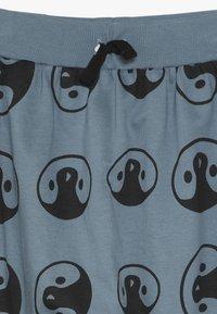 Turtledove - PENGUIN HEAD HAREMS - Pantalon de survêtement - denim - 3