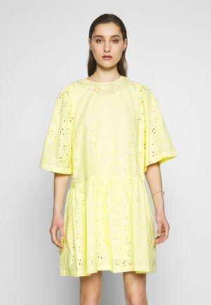 KALLA - Denní šaty - soft yellow
