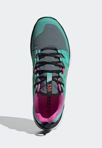 adidas Performance - Løpesko for mark - green - 3