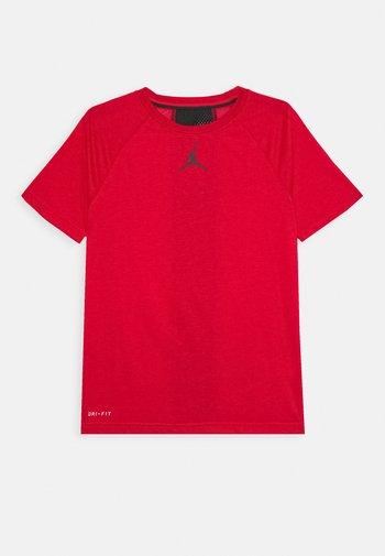 CORE PERFORMANCE - Camiseta estampada - gym red