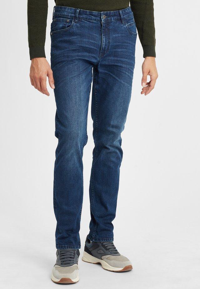 FYNN - Jeans a sigaretta - middle blue denim