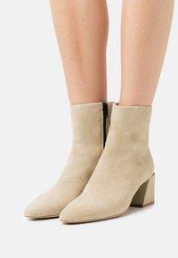 Furla - BLOCK BOOT  - Classic ankle boots - juta - 0