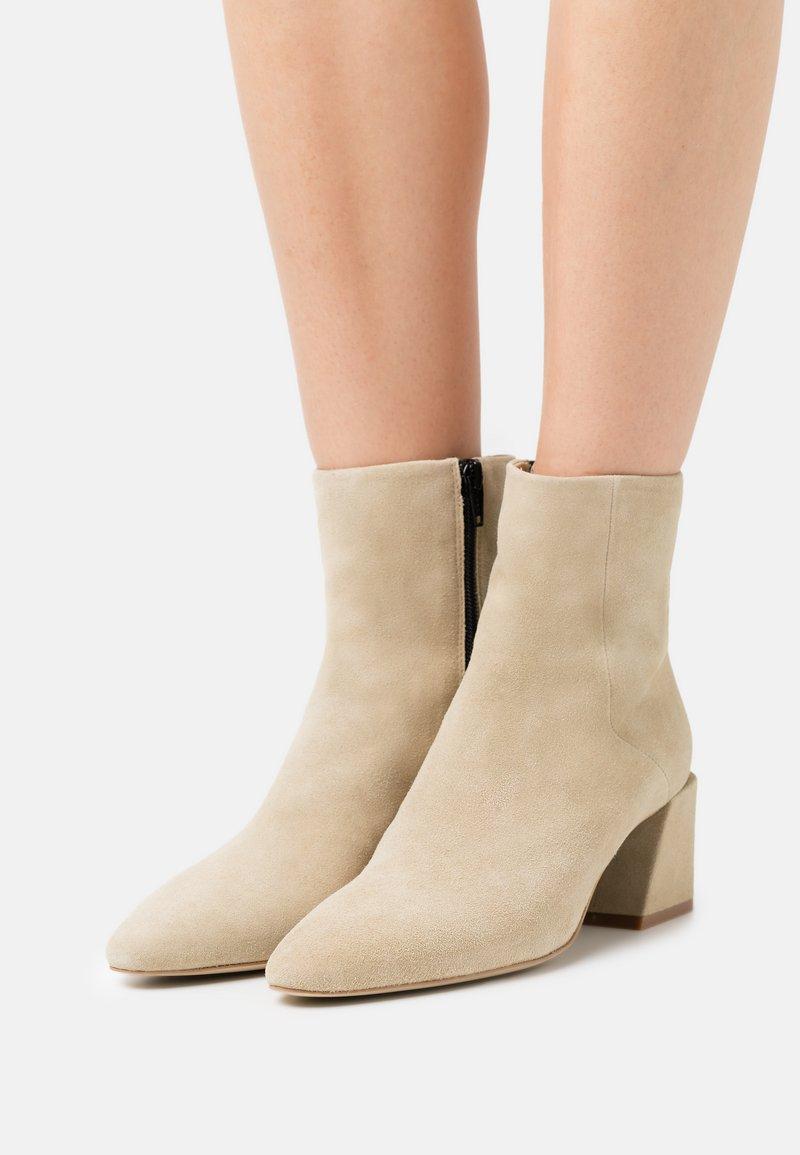 Furla - BLOCK BOOT  - Classic ankle boots - juta