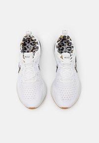 Nike Performance - REACT INFINITY RUN FK 2 CP - Neutral running shoes - white/black/wheat/light bone - 3