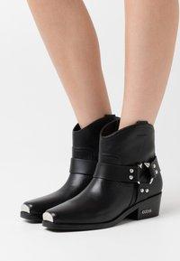 Guess - FULVIA - Cowboy/biker ankle boot - black - 0