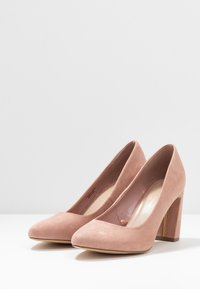 Dorothy Perkins Wide Fit - WIDE FIT DIANA ROUND TOE METAIL BLOCK - Szpilki - blush - 4
