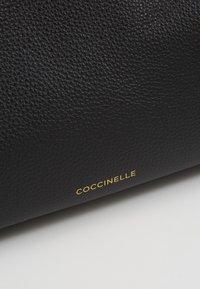 Coccinelle - DIONE - Handtasche - noir - 6