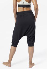 Reebok - COMBAT STRIKER PANTS - Shorts - black - 2
