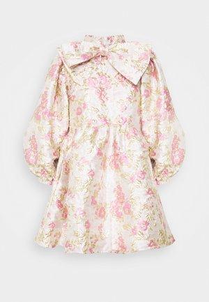 FONDNESS BOW MINI DRESS - Koktejlové šaty/ šaty na párty - cream
