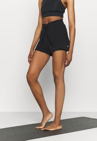 Cotton On Body - DOUBLE LAYER PETAL HEM SHORT - Sports shorts - black - 0