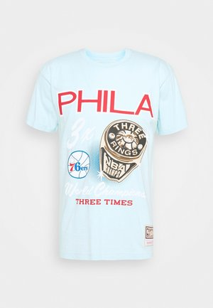 NBA PHILADELPHIA 76ERS RINGS TEE - Club wear - light blue