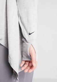 Nike Performance - YOGA PLUS - Chaqueta de entrenamiento - atmosphere grey/black - 5