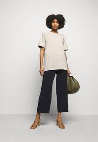 By Malene Birger - FAYEH. - Basic T-shirt - stone - 1